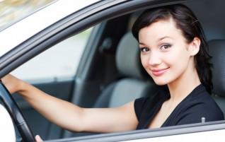 Por que as mulheres possuem vantagens na contratação de seguro auto?